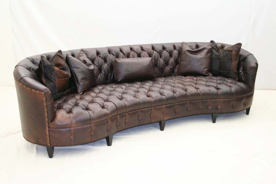 Exceptionnel Curved Tufted Leather Sofa